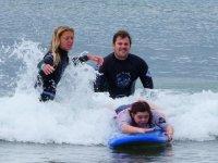 Una de nuestras grandes alumnas de surf