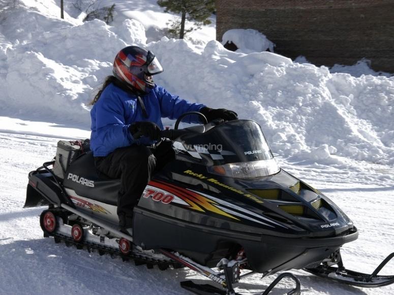 乘坐雪地车