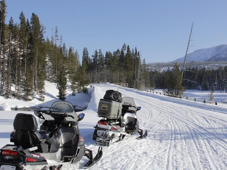 雪地车准备上路