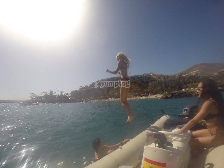 salta al agua