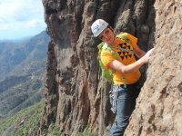 Escalando en Canarias con medidas de seguridad