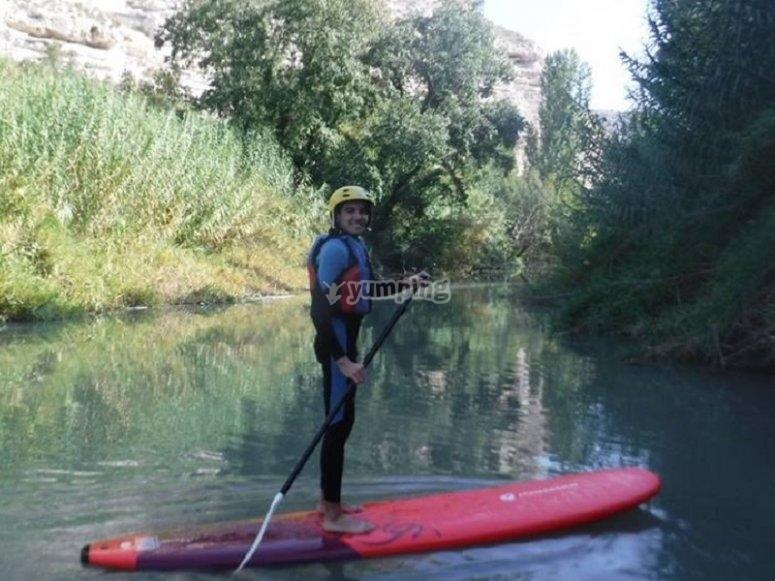 Haciendo paddle surf en el rio.jpg
