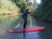 在Tolosa水库划桨冲浪2小时儿童