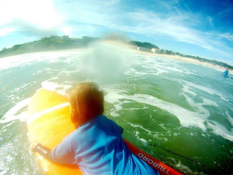 在冲浪板上