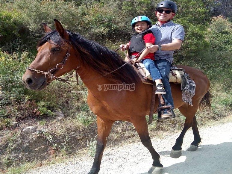 Con el peque sobre el caballo