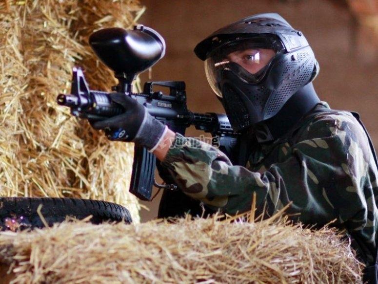 Preparado para disparar al rival