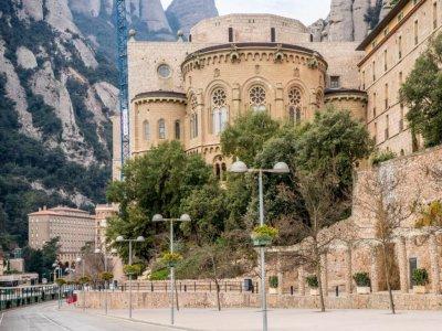 乘坐calçotada参观蒙特塞拉特修道院