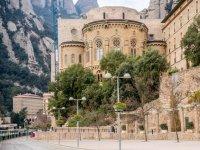 Visita al Monasterio de Monserrat con calçotada