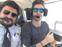 Con el piloto en cabina