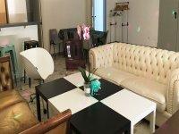 Sofas y mesa bicolor