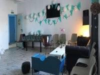 Sala decorada en tonos azules