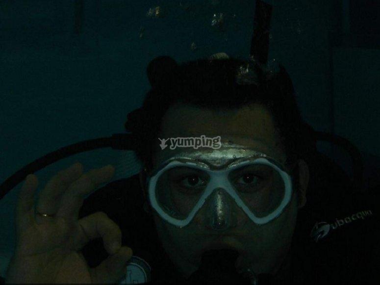 Buceando en piscina