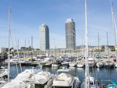 Paseo en catamarán Barcelona y paella de marisco
