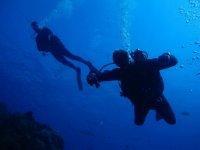 在铁中潜水