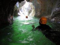 登山运动的洞穴