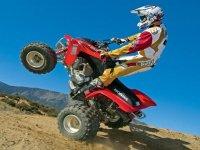 levantando ruedas con el quad