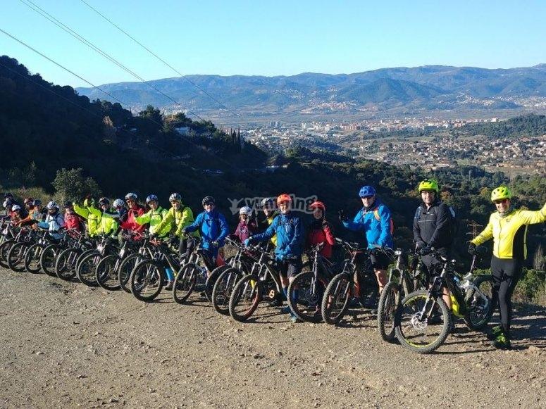 Grupo ciclista en ruta