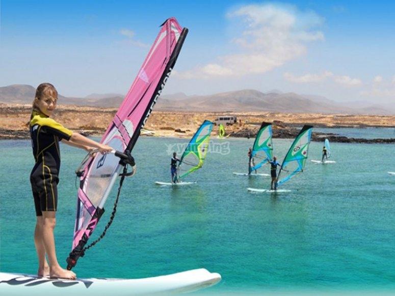 Alumna en grupo de windsurf