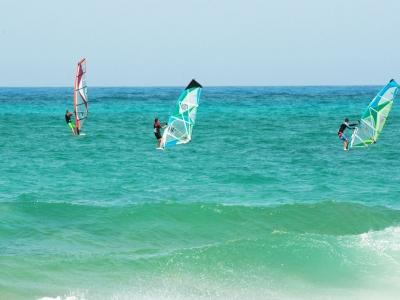 在Tinajo初学者学习风帆冲浪5天