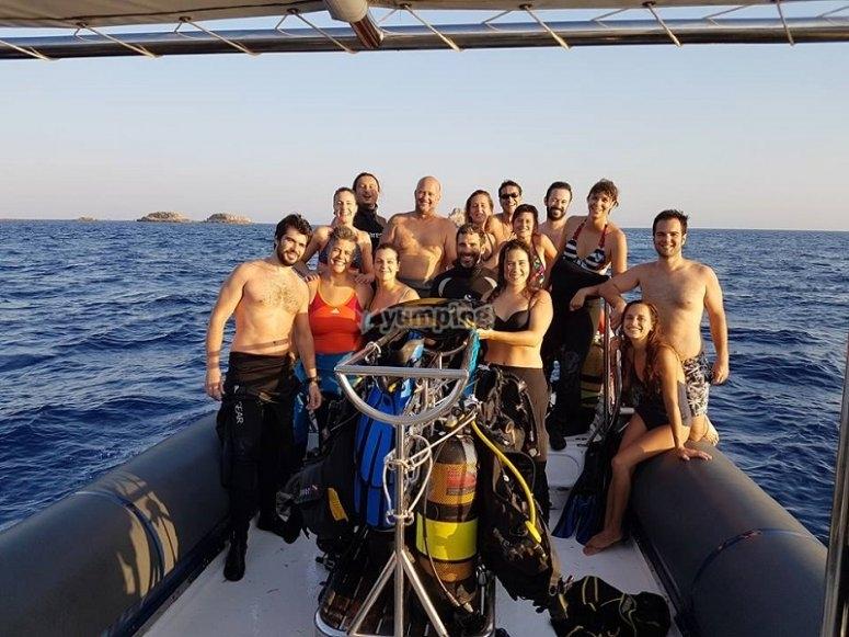 Buceadores en el barco