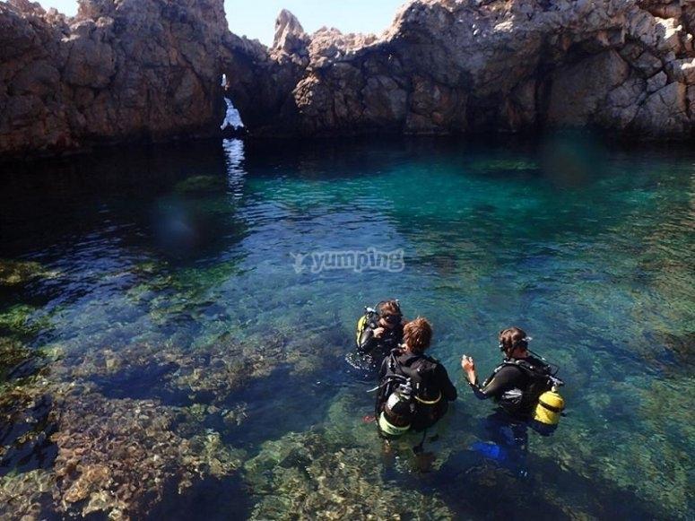 快来尝试在马略卡岛潜水吧