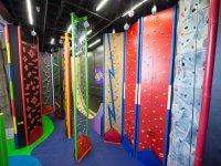 rocodromos artificiales de colores indoor