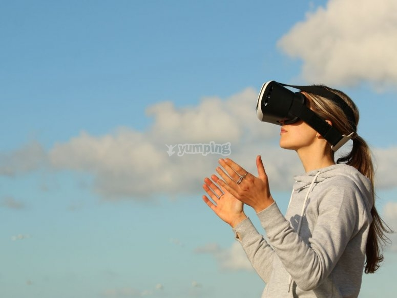 Abriendo las manos en realidad virtual