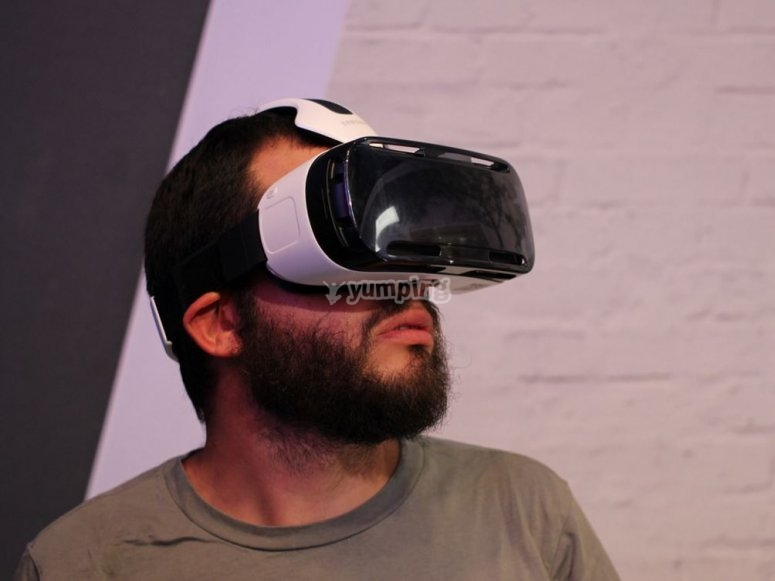 玩虚拟现实眼镜