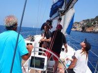 散步帆船在海上