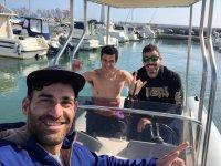 En la embarcación antes de la clase de kitesurf