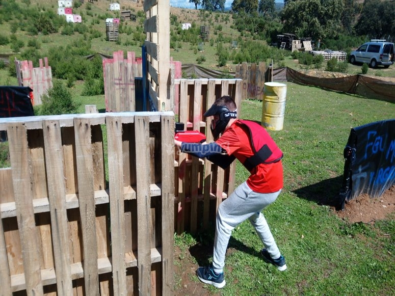 Aiming with the paintball gun