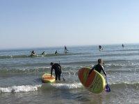 En la orilla con el equipo de paddle surf