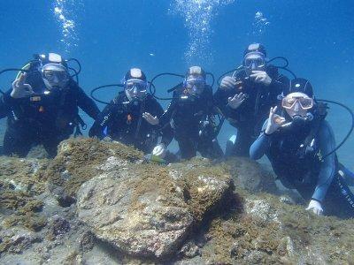 在Taurito 4 pax的家庭潜水洗礼