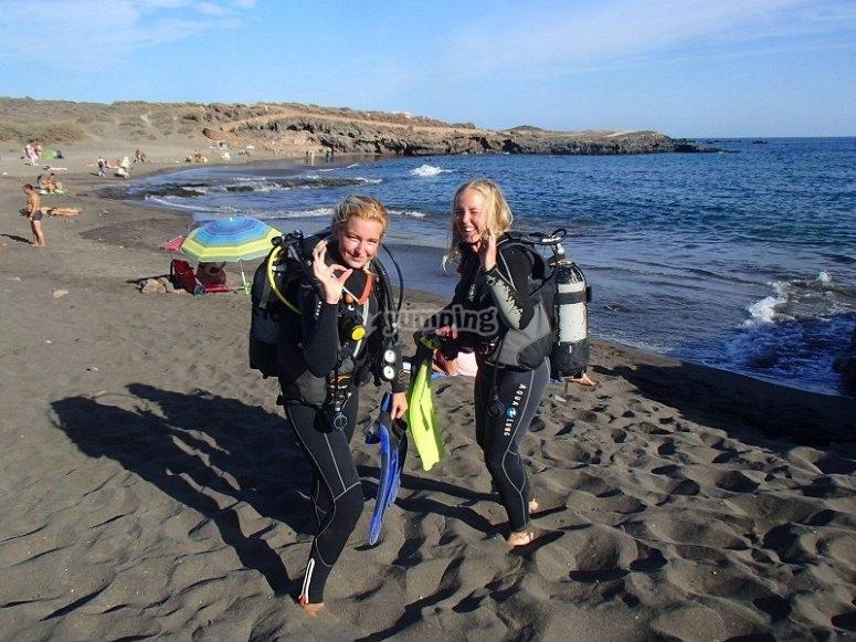 Buceadoras en la playa