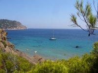 Embarcación en cala de Ibiza