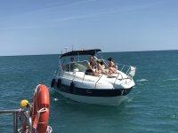 Paseo privado en barco en Estepona Barra libre