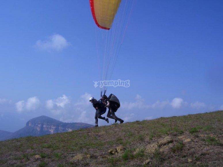 Corriendo para volar en parapente.jpg