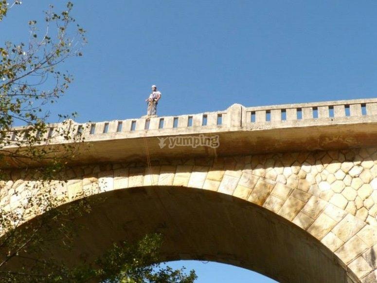 在桥的顶部