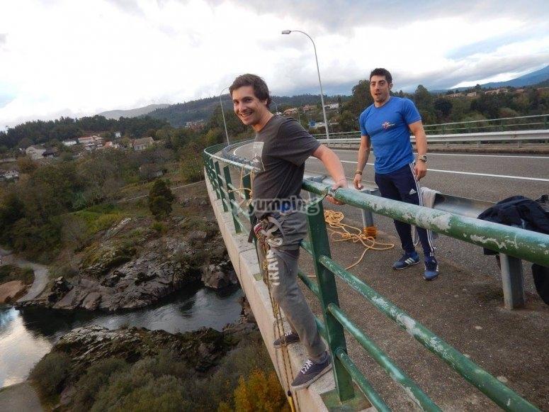在桥的边缘