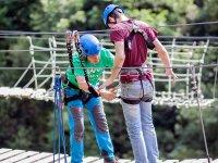 Salto de puenting en Vidosa desde puente tibetano