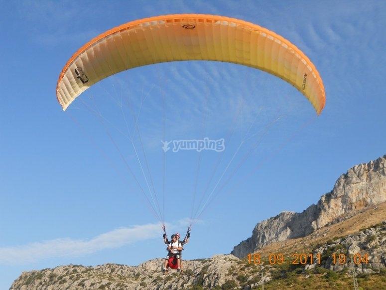 Un apasionante vuelo biplaza en parapente