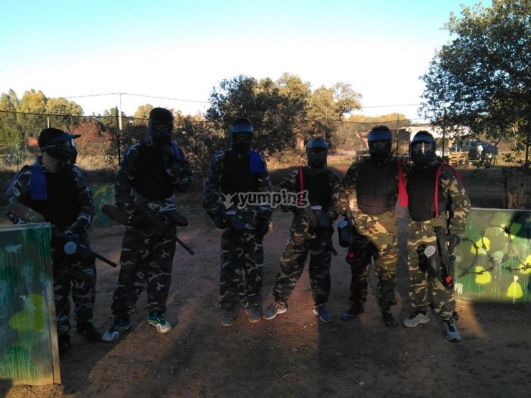 team ready to paintball