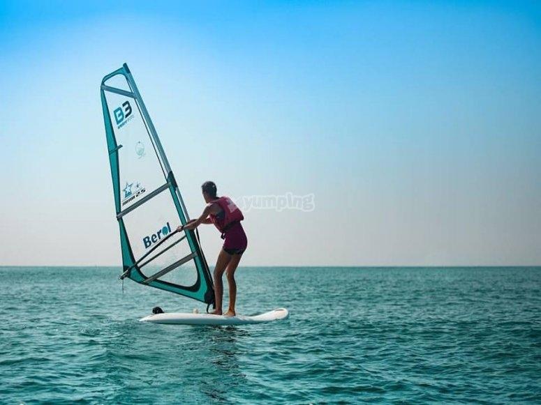 Dare una lezione di windsurf a Valencia