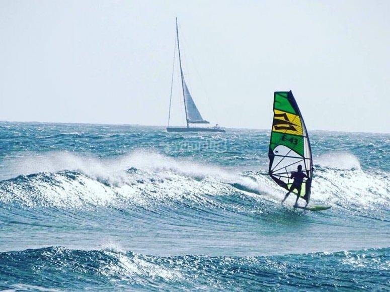 Fare un corso di windsurf a Valencia