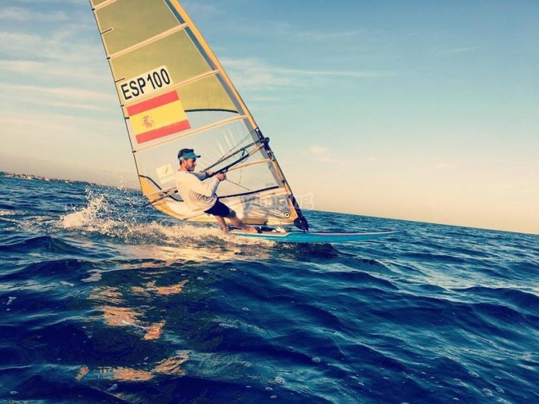 Windsurf sulla costa di Valencia