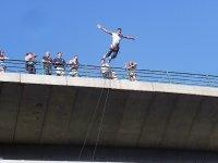 蹦极跳和关于Arbo的Miño的照片