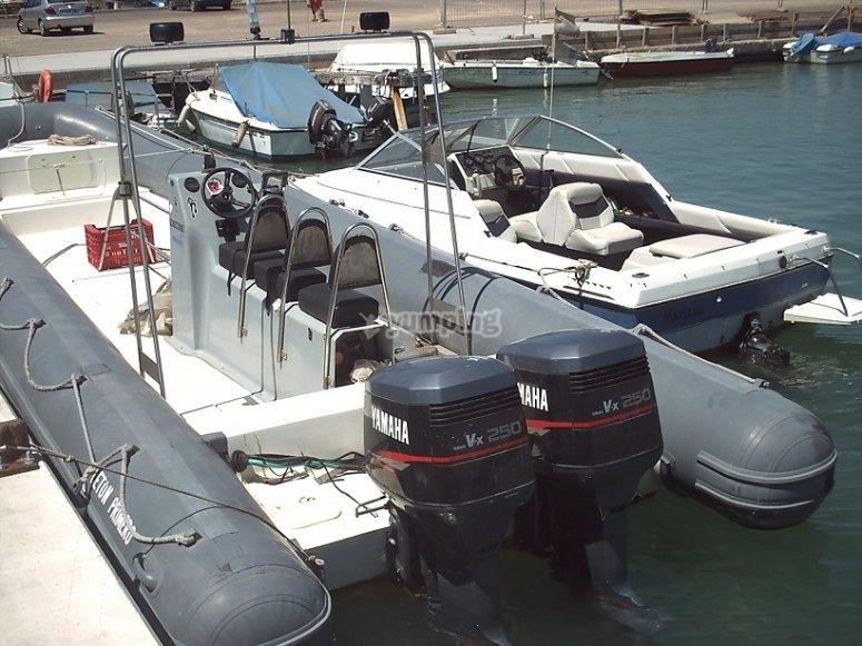 Embarcación para salidas de buceo