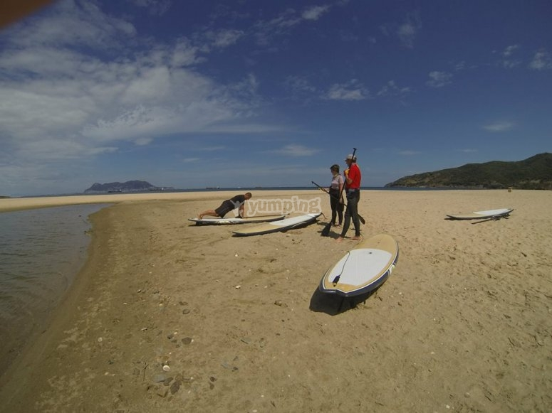在开始划桨冲浪之前