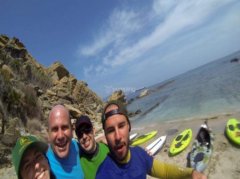 在塔里法海滩与划桨冲浪队