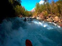 Luchando en los rapidos